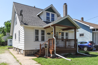 Kenosha Single Family Home Active Contingent With Offer: 7418 15th Ave