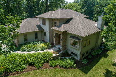 Brookfield Single Family Home Active Contingent With Offer: 17525 Oak Ct