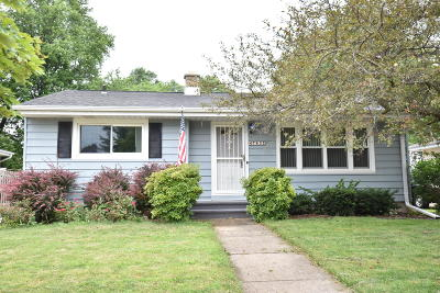 Kenosha Single Family Home Active Contingent With Offer: 7832 10th Ave