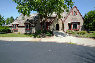 Pewaukee Single Family Home For Sale: W283n4866 Roosevelts Quay