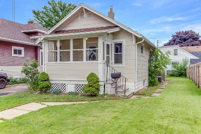 Kenosha Single Family Home Active Contingent With Offer: 3821 18th Ave