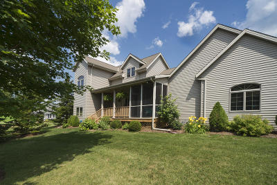 Ozaukee County Single Family Home For Sale: 1992 Granville Rd