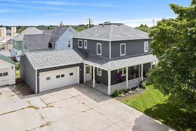 Plymouth Single Family Home For Sale: 205 N Pleasant St
