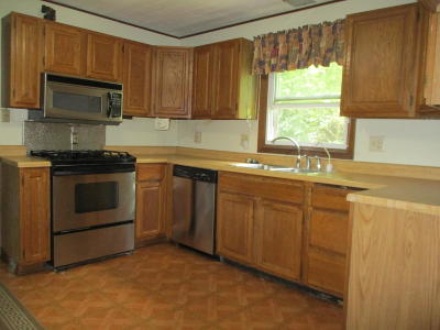 Pleasant Prairie WI Single Family Home Active Contingent With Offer: $159,900
