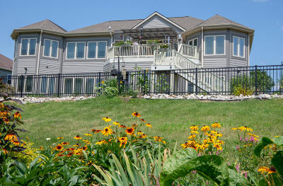 Mukwonago Single Family Home Active Contingent With Offer: 1559 Fox River Run