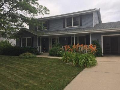 Greenfield Single Family Home For Sale: 8122 W Plainfield Ave