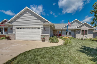 Kewaskum Single Family Home Active Contingent With Offer: 252 Owls Ln