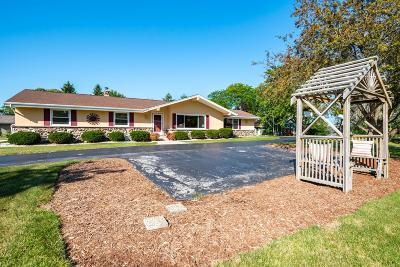 Ozaukee County Single Family Home Active Contingent With Offer: 11329 N Country View Dr