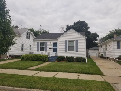 Racine Single Family Home For Sale: 2212 Summit Ave