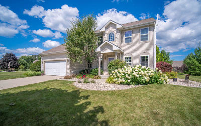 Sussex Single Family Home Active Contingent With Offer: W233n7654 Berrywood Ct