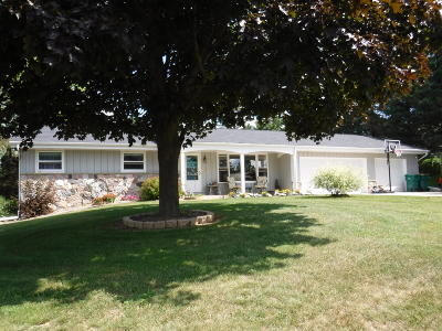 West Bend Single Family Home Active Contingent With Offer: 3156 Kristine Ln