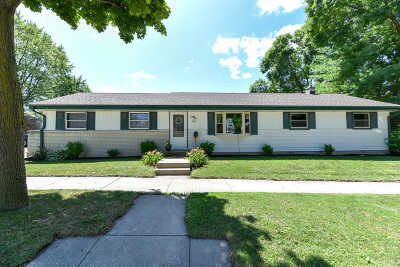 West Allis Single Family Home For Sale: 9427 W Manitoba St