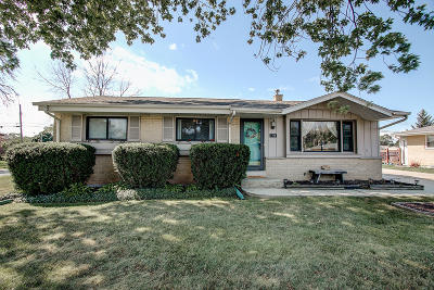 Racine Single Family Home Active Contingent With Offer: 1719 Wind Dale Dr