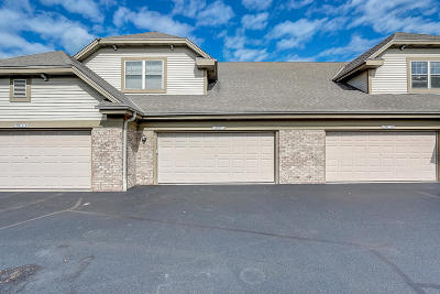 Menomonee Falls Condo/Townhouse Active Contingent With Offer: N55w17156 Ravenwood Dr