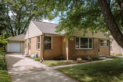 Wauwatosa Single Family Home Active Contingent With Offer: 531 N 107th St