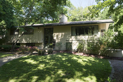 Elm Grove Single Family Home For Sale: 690 Meadow Ln