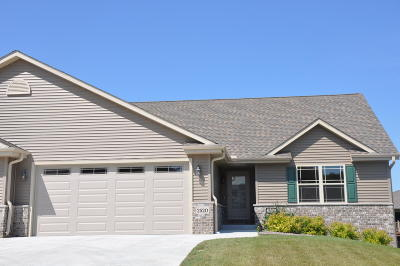 West Bend Condo/Townhouse For Sale: 2520 Parkfield Dr
