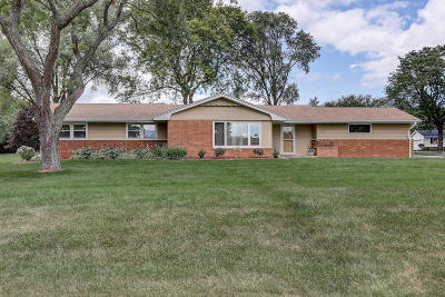 New Berlin Single Family Home Active Contingent With Offer: 16900 W Mary Ross Dr