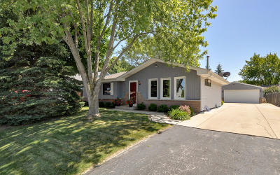 Racine Single Family Home Active Contingent With Offer: 2735 Stonebridge Dr