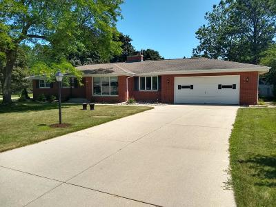 Sheboygan Single Family Home Active Contingent With Offer: 4161 S 14th St