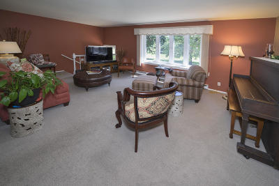 Greenfield Condo/Townhouse Active Contingent With Offer: 3241 W Canterbury Rd