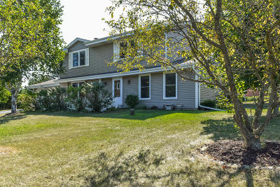 Mukwonago Single Family Home For Sale: W329s7014 Oak Knoll Dr