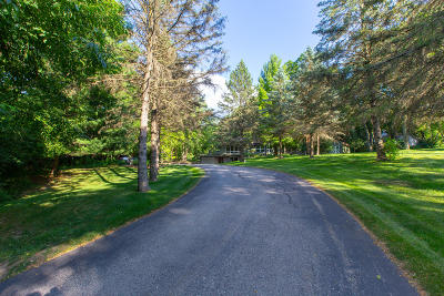 Delafield Single Family Home Active Contingent With Offer: 2426 Hillside Dr