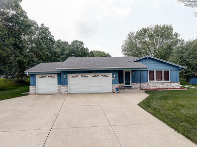 Pewaukee Single Family Home Active Contingent With Offer: W276n1965 Spring Creek Dr