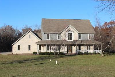 Waukesha Single Family Home For Sale: W295s5256 Holiday Oak Ct