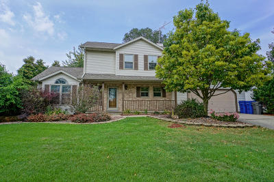 Watertown Single Family Home For Sale: 504 Sweetbriar Ln