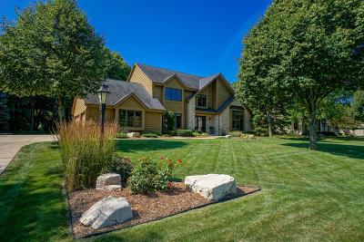 Menomonee Falls Single Family Home For Sale: N52w16543 Oak Ridge Trl