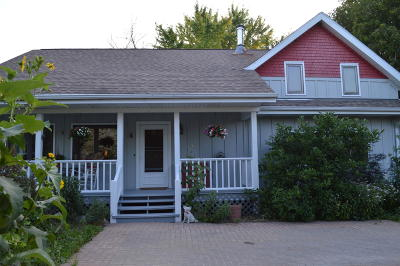 Saukville Single Family Home Active Contingent With Offer: 2961 Knollwood Rd