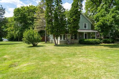 Lake Geneva Single Family Home For Sale: 320 Curtis St