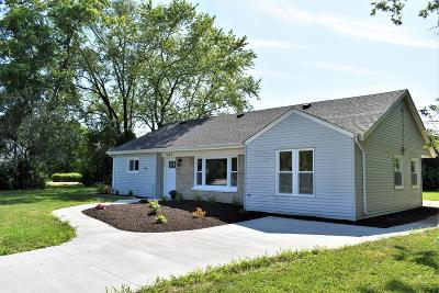 Brookfield Single Family Home Active Contingent With Offer: 1025 S Bobolink Dr