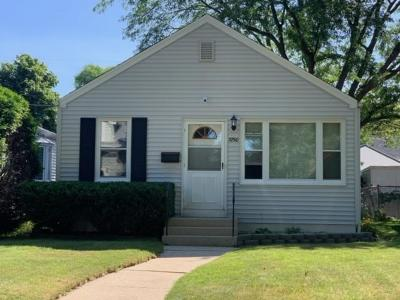 Single Family Home Active Contingent With Offer: 3750 S Alabama Ave