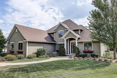 Oconomowoc Single Family Home Active Contingent With Offer: W350n5859 Hollyhock Ct