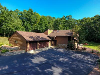 Mukwonago Single Family Home Active Contingent With Offer: S95w33335 Hickorywood Trl