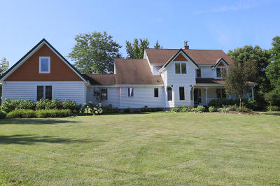 Cedarburg Single Family Home For Sale: 8925 Pleasant Valley Rd