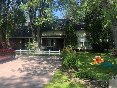 Menominee Single Family Home For Sale: N2027 M-35