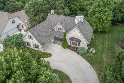Waukesha Single Family Home For Sale: 3118 Kisdon Hill Dr