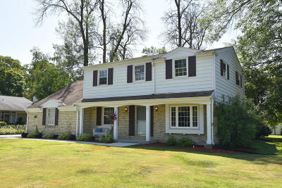 Brookfield Single Family Home Active Contingent With Offer: 21655 Astolat Dr