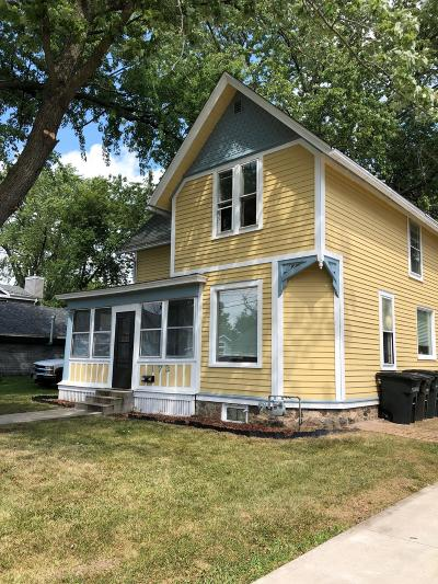 Oconomowoc Single Family Home For Sale: 173 S Elm St