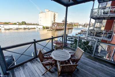 Milwaukee Condo/Townhouse Active Contingent With Offer: 541 E Erie St #213