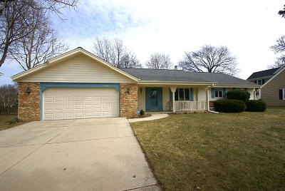 New Berlin Single Family Home Active Contingent With Offer: 13170 W Scarborough Dr