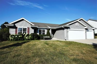 Mukwonago Single Family Home Active Contingent With Offer: 619 Eastern Trl