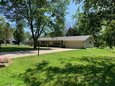 Ozaukee County Single Family Home For Sale: 2507 W Chestnut Rd
