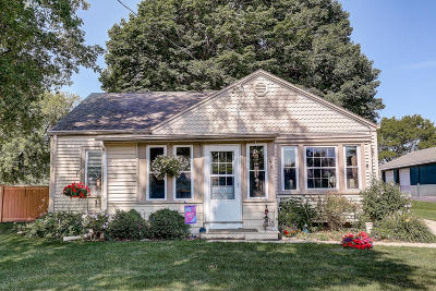 Oconomowoc Single Family Home Active Contingent With Offer: W335n6961 Stone Bank Rd