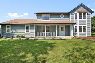 Hartland Single Family Home For Sale: W275n7217 Glacier Pass