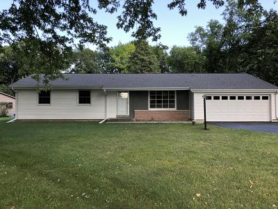 Cedarburg Single Family Home Active Contingent With Offer: 2542 Dove Dr