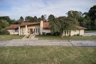 River Hills Single Family Home For Sale: 1545 W Cedar Ln